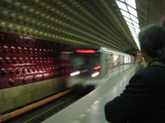 prag-metro-einfahrend